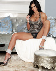 The lovely Jewels Jade shows off her perfectly-toned and muscled body, the product of her devotion to weight lifting, gym workouts and plenty of mastu